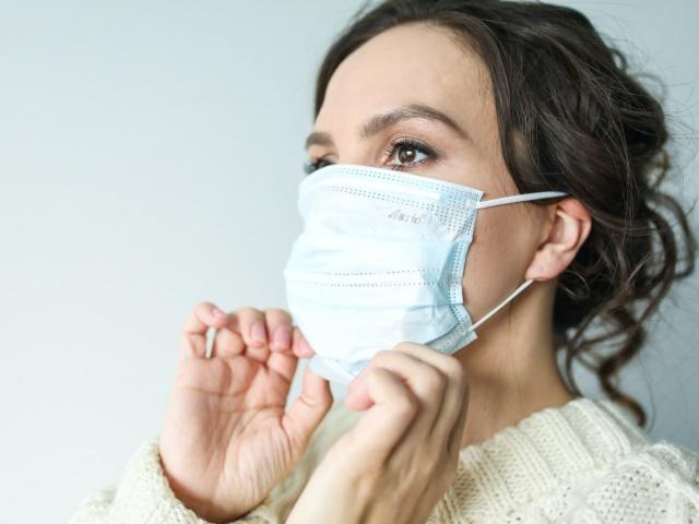 А еще маски вредят зубам и дёснам