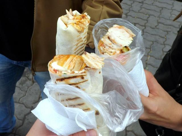 Как не отравиться при покупке уличной еды