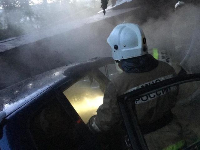2 автомобиля загорелись в Первоуралске