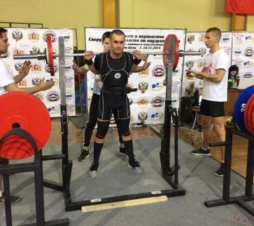 Первоуральцы отличились на чемпионате по классическому пауэрлифтингу